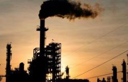 مخاوف الطلب وارتفاع الدولار تدفعان بأسعار النفط للهبوط