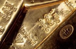 أسعار الذهب تتراجع عن ذروة أسبوع بفعل ارتفاع الدولار