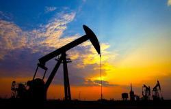 أسعار النفط تتباين والخام الأمريكي يسجل أعلى سعر له منذ 2019
