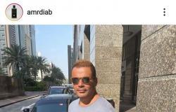 عمرو دياب بإطلالة شبابية صيفية