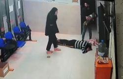 أبوها يقبّل قدمَي الطبيب.. فيديو يحبس الأنفاس لإنقاذ طفلة مختنقة
