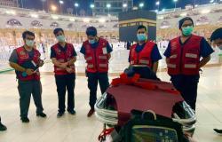 800 ساعة تطوعية قدمتها فِرَق الهلال الأحمر بالمسجد الحرام خلال 5 أيام