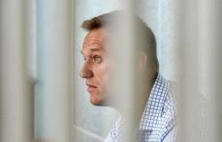 روسيا.. نقل نافالني إلى المستشفى بعد إضرابه عن الطعام لـ3 أسابيع