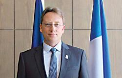 سفير فرنسا عن اختيار اللون البنفسجي لمراسم الاستقبال بالسعودية: برافو