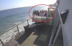 فيديو مرعب.. شاهد ما حدث لـ15 شخصًا في بلكونة على المحيط