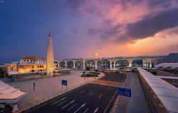 """""""مدير جوازات المدينة"""" يقف على جاهزية صالات الجوازات بمطار الأمير محمد بن عبدالعزيز الدولي"""