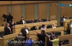 بالفيديو : شاهد رمزي العجارمة يؤدي اليمين الدستوري نائبا في المجلس