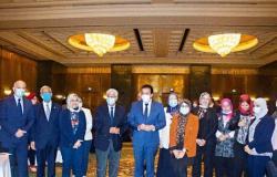 وزير التعليم العالي يكرم الجامعة البريطانية لتصدرها الجامعات الخاصة في مصر