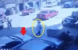 لأغرب سبب.. شاهد سائقًا يدهس فتاة مصرية عمدًا