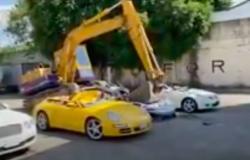 بالفيديو.. الفلبين تدمر 34 سيارة فارهة لهذا السبب