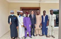 سفير مصر في أكرا يلتقي الطلبة الغانيين الحاصلين على منح دراسية في الأزهر
