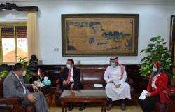 الملحق الثقافي السعودي يزور جامعة الإسكندرية.. و«قنصوة» يهديه الدرع (صور)