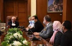 محافظ بورسعيد يلتقى لجنة أزمة كورونا