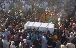 على دقات الطبل والصاجات.. الآلاف يشيعون جثمان الشيخ العباسي فى البحيرة.. فيديو