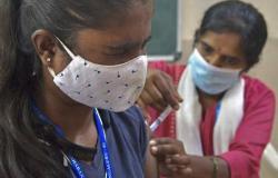 """""""مياه بحر في حقنة"""".. السلطات الهندية تعتقل مروجي اللقاحات الوهمية"""