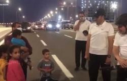 السيسي يتفقد أحوال أسرة مصرية: «بتقبض كويس؟.. وبيكفوا».. (فيديو)