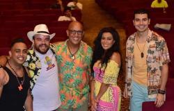 عرض «شمسية وأربع كراسي» على مسرح الساحل ٥ أغسطس