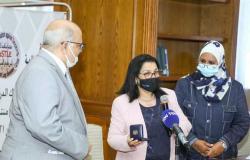 «الصحة العالمية» تٌكرم «المغازي» على جهوده في مكافحة التدخين بمصر (صور)