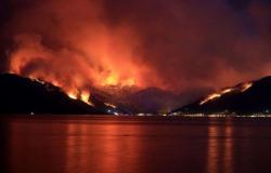 الأسبوع في 11 صورة: حرائق وفيضانات.. غضب الطبيعة يجتاح العالم