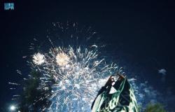 احتفالاً باليوم الوطني.. ألعاب نارية تزين السماء وعروض عسكرية وبرامج متنوعة