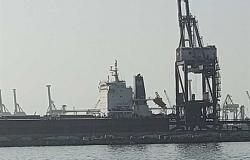 سقوط سيارة نقل في البحر بميناء الدخيلة ومصرع سائقها