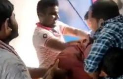 بالفيديو.. شاهد ما فعله زوج معلمة هندية بزميلها في المدرسة