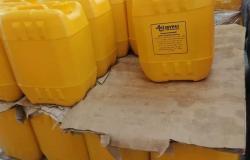 تحريز 2800 لتر زيت بمصنع يستخدم علامات تجارية وهمية في الإسكندرية
