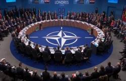 روسيا تجمد العمل بممثليتها الدائمة بالناتو