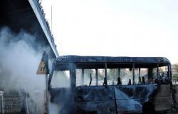 """تنظيم """"سرايا قاسيون"""" يتبنى تفجير حافلة للجيش السوري في دمشق"""