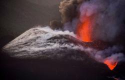 """الأسبوع في 8 صور: مشاهد مخيفة لبركان """"كومبر فيجا"""".. وأخرى رائعة للخريف"""