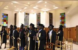 رئيس أساقفة الاسكندرية يحتفل بتخريج ٢٦ طالبًا سودانيًا من الجامعات المصرية بـ«الأسقفية» (صور)