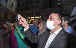 ليلاً .. محافظ الإسكندرية يقود حملة إزالة الإعلانات المخالفة بطريق الكورنيش (صور)