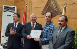 مجلس بنها يكرم الفائزين بجائزة مصر للتميز الحكومي (صور)