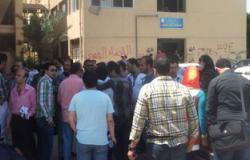 """عمال """"فينوس"""" يعتصمون أمام القوى العاملة للمطالبة بعودة اللجنة النقابية"""
