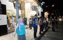 """وقفة لأعضاء """"الدستور"""" بشموع ولمبات جاز بالإسكندرية لقطع الكهرباء"""