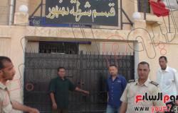 أمناء شرطة البحيرة يغلقون الأقسام بالجنازير احتجاجا على مقتل زميلهم