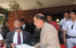 مدير أمن بورسعيد يكرم الفدائى محمد مهران بطل حرب 56 ببورسعيد