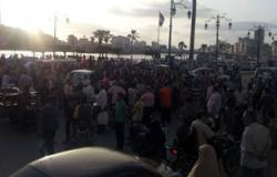 أصحاب الورش بدمياط يقطعون الطريق الرئيسى لانقطاع الكهرباء