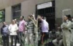 وقفة لأمناء الشرطة أمام قسم المنتزه احتجاجا على مقتل زميلهم وإصابة اثنين في فض مشاجرة
