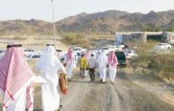 مصليات العيد بـ «القرى» تجمع الأبناء المغتربين بذويهم