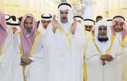 أمير المدينة يتقدم المصلين ويستقبل المشايخ والأهالي