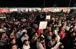 أهالى قرية فانوس يحتشدون أمام الوحدة المحلية بعد تهديدات بحرقها