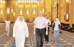 سفير الفاتيكان زار المسجد الكبير واطلع على ما يحتويه من نقوش وزخارف