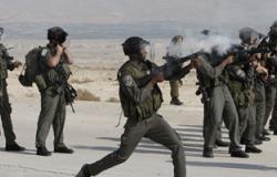 الجيش الإسرائيلى يعتقل شابين ويطلق الغاز على مساكن المواطنين بالخليل