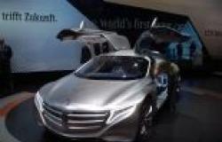 بالصور| سيارة 2025 لمرسيدس بنز.. جولة أسطورية في عالم المستقبل