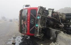 """انقلاب سيارتين على طريق """"العريش - القنطرة"""" نتيجة سوء الأحوال الجوية"""