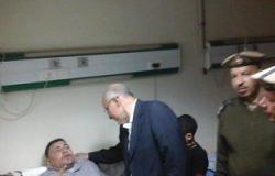 مدير أمن الغربية يقبّل يد مساعد شرطة بترت قدماه فى تفجيرات المحلة
