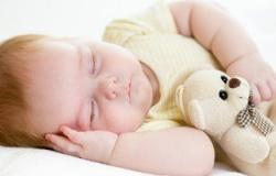 الكحول والخل وسائل خاطئة لخفض حرارة الأطفال