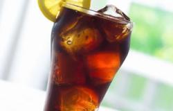 موقع أمريكى يفسر ما يحدث بالجسد خلال ساعة من تناول المشروبات الغازية