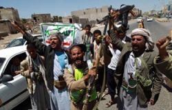 شهود عيان: سكان ينهبون المجمع الرئاسى اليمنى فى عدن بعد مغادرة هادى